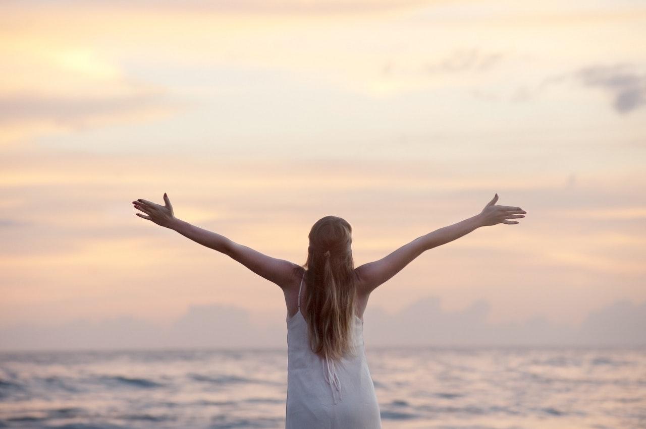 ayurveda-wholesome-living-ayurveda-girl-freedom